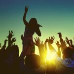 Fest med musik omkring solnedgang