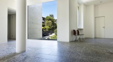 SMukt designet hus med marmorgulve